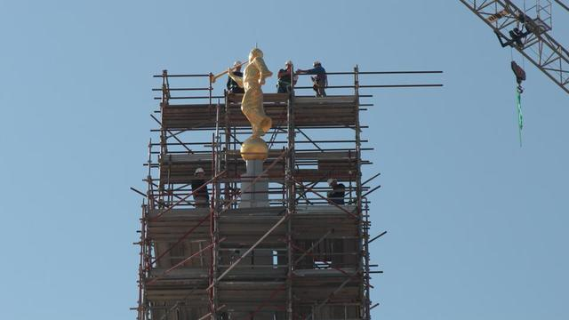 The angel Moroni topping the Rome Italy Temple