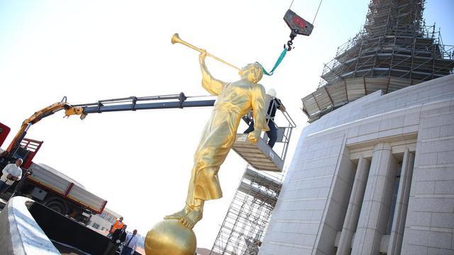 The angel Moroni before it topped the Rome Italy Temple